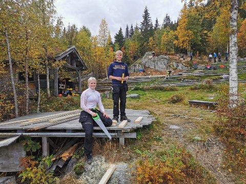 TRUFFET BLINK: Ella Zcimarzceck (16) og Jon Sveinung Bøe Finnekåsa (16) jobber i team. Begge synes de har truffet blink med veivalget på videregående.