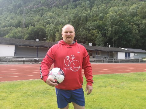 GLEDER SEG: Øyvind Tangstad er alt mulig for krigsveteranlandslaget. Nå ser han fram til EM hjemme på Rjukan stadion.
