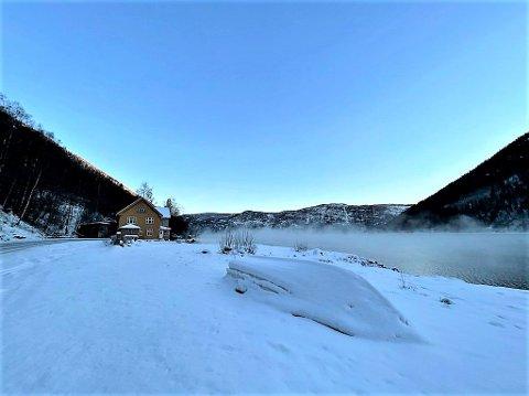 KULDE: Frostrøyken ligger over Tinnsjøen nå om dagen.