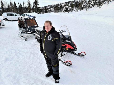 GRUNNEIER: Olav Eggerud hadde håpet på at hans planer med persontransport mellom Skirvedalen og Veggli hadde fått gå sin gang som Tinn kommune har gitt han lov til. Men nå vet ingen hva som skjer.