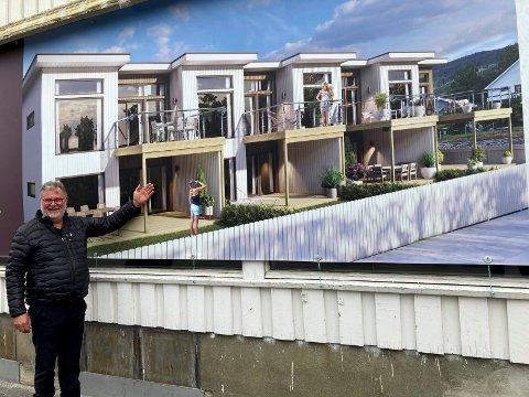 HÅPER PÅ INTERESSE: Gunnar Bakka i Bakka eiendom kan friste med åtte moderne leiligheter i gangavstand til butikker og lege, og håper på snarlig byggestart.