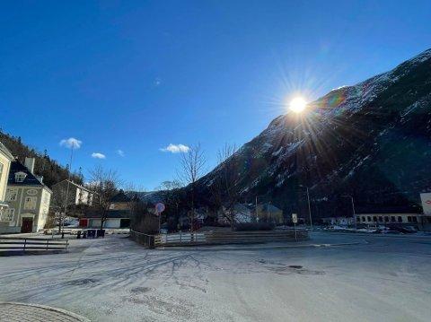 SE OG NYT: Temperaturer som tirsdag formiddag, kan det bli lenge til. Håkon Mjelstad ved Meteorologisk institutt oppfordrer til å nyte dagen, selv om påska ikke skal by på så aller verst vær i nærmeste framtid.