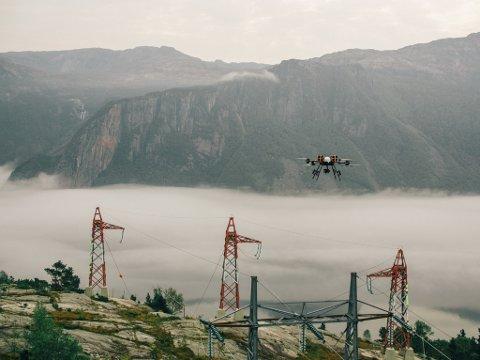 Denne drona skal suse gjennom høyspentlinjene  til Stannum AS i sommer. (foto KVS Technolgies)