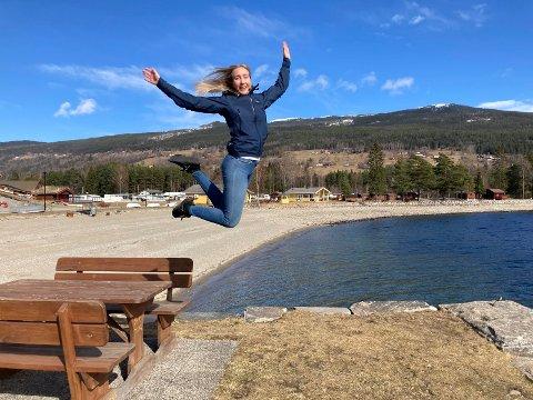 LIKER FART OG SPENNING: Astri Midtgarden takker ikke nei til et skikkelig adrenalinkick, og nå er hun klar for NM i fallskjermhopping.