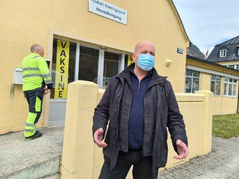 FRA REISEFØLGE: Ordfører Steinar Bergsland informerer om at smitten i Tinn nå stammer fra et reisefølge.
