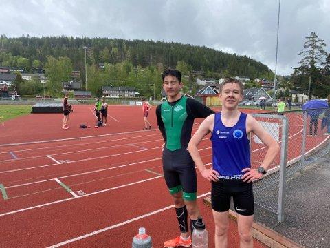 Jens Samuelsen med treningskamerat Christian Bredesen fra Snøgg bak, etter å ha løpt til ny klubbrekord for G15 i Rjukan IL.