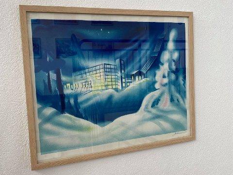 TO STK: Maren Lejon Ege forteller at faren hennes, Yngve Ege, hadde to stykk av Vemork-litografiet til Knut Yran. Da måtte ett selges – og det skulle bare ta et par timer.
