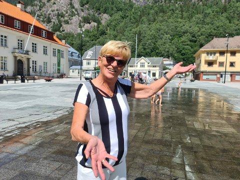 GARANTERER MORO: Aud Verpe og resten av gjengen i Rjukan trubadurfestival sørger for musikalske opplevelser på Torget siste helga i august.