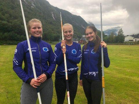 BEST I NORGE: Fra venstre: Ella  Zcimarzceck, Malene Storøygard, Matilde Flor Størvold, samt Hedda Samuelsen som ikke var til stedet er alle blant topp ti i spyd for 17-åringer.