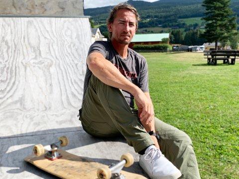 ØNSKER SKATEPARK: Stian Stubb har et stort ønske om å få til en skatepark ved Sandviken Camping. Han mener det hadde vært bra for turisme og lokal ungdom.