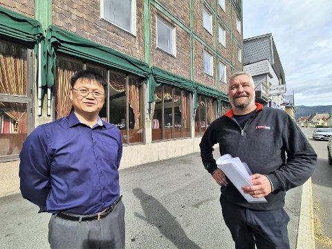 AVTALE I BOKS: Dick Hai Kang og Glenn Grumheden ble i dag tirsdag enige om en handel. Fredag får Glenn nøklene til hotellet.
