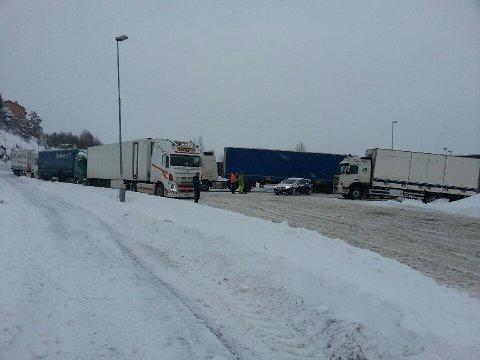 KAOS: En rekke vogntog skal ha problemer på Frogner. Politiet har vært på stedet.