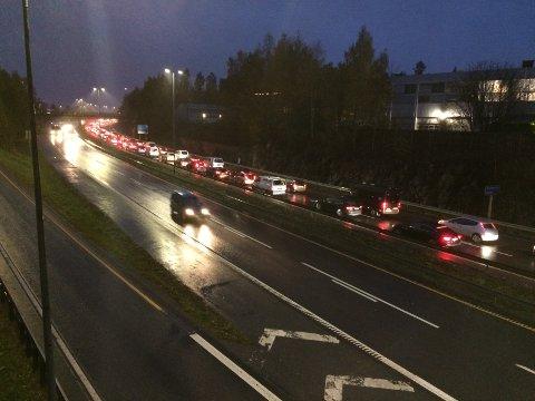 KØ: Kjedekollisjonen ved Oslo-grensa fikk raskt køene til å vokse.