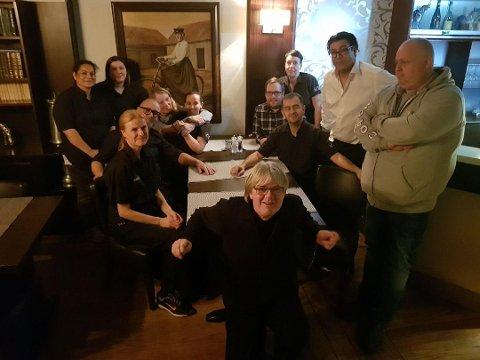 SISTE DAG:  Nå har denne gjengen hatt sin siste arbeidsdag på Fagerborg. Fremst ser du Børre Tosterud. Foto: PRIVAT