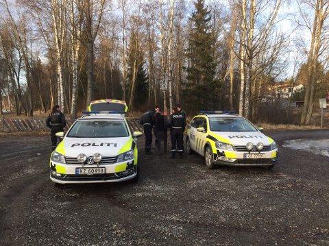 PÅGREPET: Her blir mannen tatt hånd om av politiet etter at han selv stanset ved Årnes brygge etter en biljakt som startet i Hedmark.