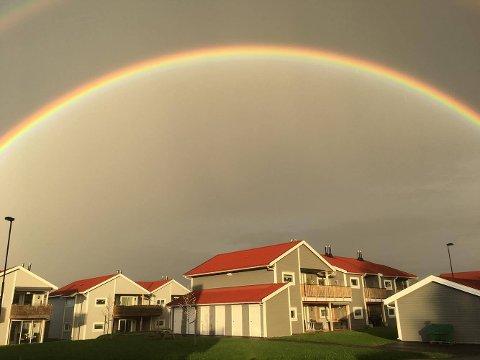 VAKKERT: Slik så det ut på himmelen over Aursmoen mandag kveld. FOTO: ANDREAS HELGE BØCKMANN