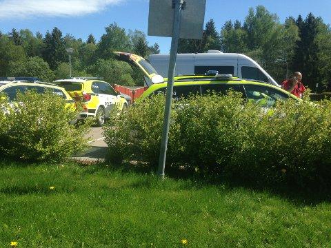 Flere politibiler, samt ambulanse rykket fredag formiddag ut.