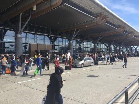 EVAKUERT: Sentralbygget på Oslo Lufthavn Gardermoen ble evakuert onsdag formiddag.