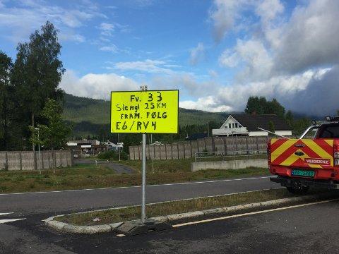 Dette skiltet står ved innkjøringen til fylkesvei 33 på Minnesund.