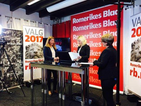Turid Kristensen (H) og Tone W. Trøen entret rett etter de første prognosene RBs tv-studio.