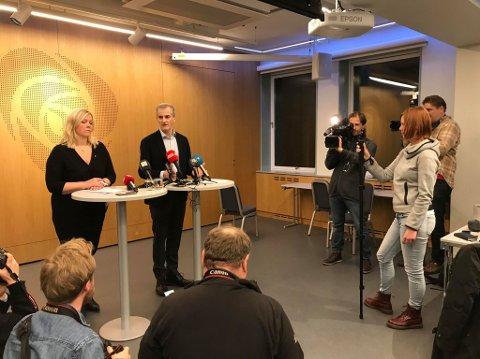 Arbeiderpartiets partisekretær Kjersti Stenseng og leder Jonas Gahr Støre sentralstyremøtet. Foto: Linda Ingier
