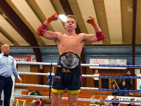 VANT BELTET: Philip Rimstad (16) fra Lillestrøm trener MMA, brasiliansk jiu-jitsu, thaiboksing, boksing og bryting i to-tre timer hver dag. I helgen ble innsatsen belønnet med belte i 75-kilos klassen i nordisk mesterskap.