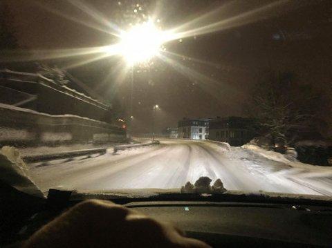 Slik så det ut på Nedre Rælingsvei rett før klokka mandag morgen.