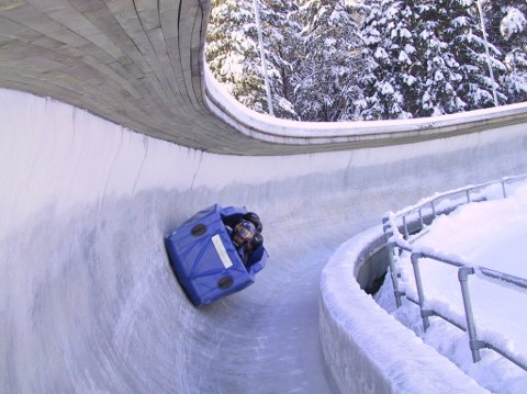 FULL FART: I Olypmiaparken på Lillehammer kan du prøve bobrafting;  en gummiformet kjelke som kan komme opp i 100km/t. Foto: Esben Hakkenstad  FOTO:  /