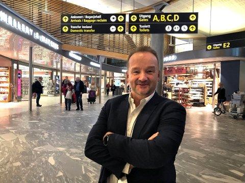VIKTIG: Kommersiell direktør på Oslo Lufthavn, Per Rune Lunderby, sier det er viktig å tilby nye serveringskonsepter på flyplassen. (Foto: Thor Fremmerlid)