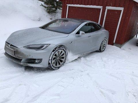 SNØFYLT: Slik så bilen ut etter å ha kjørt fra Østlandet til Sørlandet tidlig i mars.
