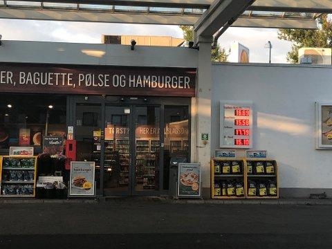 Shell Lillestrøm mandag ettermiddag. FOTO: MARTE HOEL ROMSKAUG