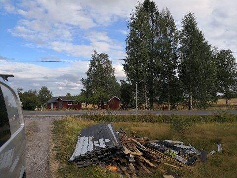 SØPPELHAUG: Slik så det ut i hagen til Mats Eng på Vormsund da han kom hjem fra en jobbreise forrige uke.