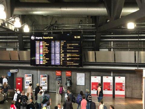INNSTILT: Flere togavganger er innstilt og de fleste er forsinket som følge av feilen ved Oslo S.