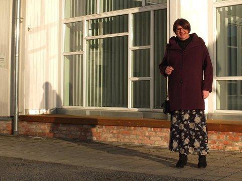 Transpersonen Eirik Elin Stillingen, kledd som kvinne.