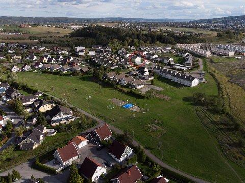 Verditap: Skedsmo kommune må ta stilling til om de kan kompensere for verditap ved boligsalg på Holt Vestvollen. Sanne Sørlies hus er markert i rødt.