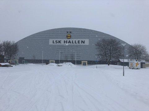 POPULÆR: Totalt skal det spilles 32 kamper i LSK-hallen før utgangen av mars. FOTO: MORTEN SVESENGEN