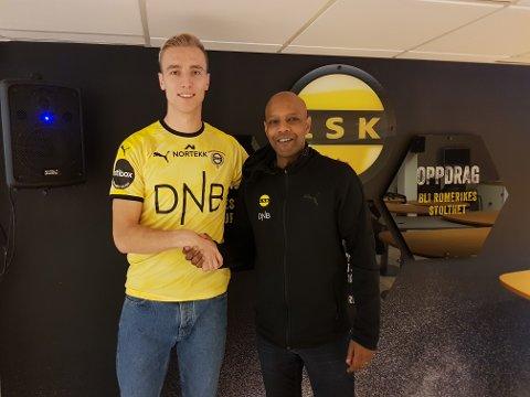 KLAR: Tobias Salquist (t.v.) er LSK-spiller. Her sammen med sportssjef Simon Mesfin.