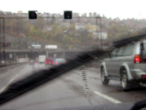 Det blir mildere temperaturer og fare for sludd tirsdag, ifølge meteorologen.