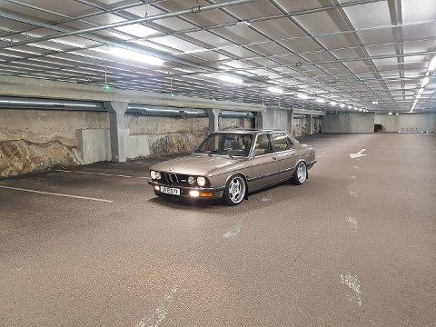 STJÅLET: En BMW modell M5 er stjålet fra et verksted på Kløfta.