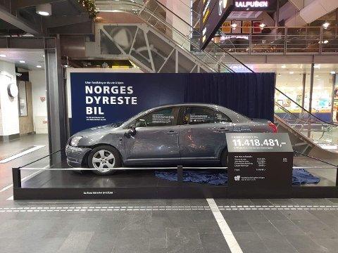 Utstilt på Oslo S: Til sammen har denne bilen stått for kostnader på over 11 millioner kroner. I flere av Trafikkforsikringsforeningens (TFF) saker ligger erstatningsbeløpene på flere millioner kroner på grunn av at sjåføren ikke hadde forsikret bilen sin da ulykken inntraff. Nå håper TFF at skrekkeksempelet fører til handling blant de som mangler forsikring på sine kjøretøy.