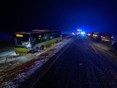 INGEN SKADD: Både sjåføren og de fire passasjerene slapp uskadd fra kollisjonen fredag morgen.