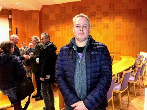 Vidar Hoel er talsmann for de 15 huseierne på Holt Vestvollen, som i likhet med de 22 huseierne i Haugen og Lillehaugen borettslag har stevnet kommunen. Her fra møte i kommunen i mars.