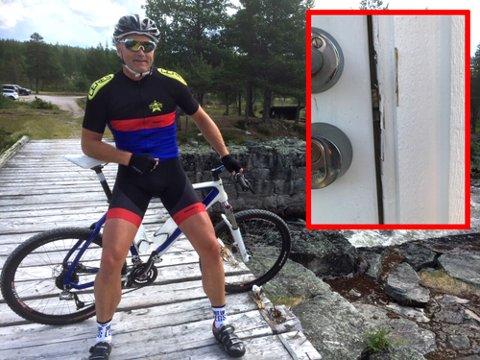 FRASTJÅLET SYKLER: Per Erik Torgalsbøen fra Frogner skulle bare en tur på hytta. Da han kom hjem på søndag var begge syklene hans stjålet. På bildet kan man se hvordan døra til garasjen har blitt brutt opp.