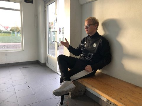 SKUFFET: Trener for Gjelleråsen IF, Ørjan Heiberg satt skuffet tilbake etter å ha tapt 0-3 hjemme for Melbo i en avgjørende kamp om opprykket.