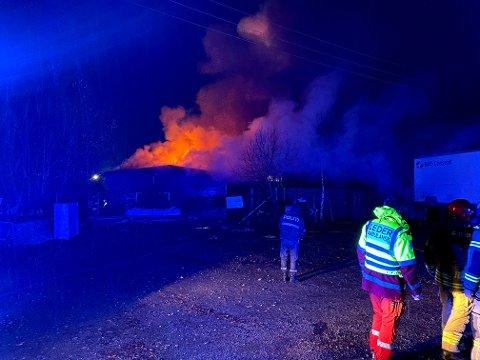 OVERTENT: Fredag kveld brøt det ut brann i en brakkerigg i Minne industriområde i Eidsvoll.