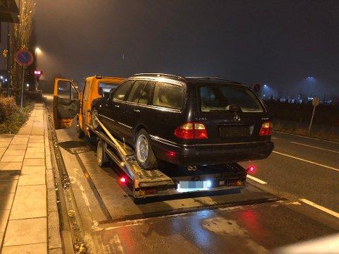 TUNG LAST: Et av kjøretøyene som ble stanset hadde overvekt på 3,6 tonn. Sjåføren likte ikke å bli stanset.