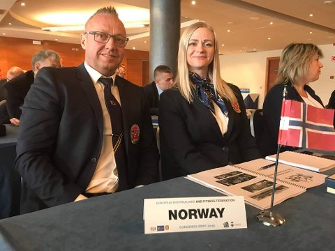 GLADE: Elise Murbræck (t.h) sier til Romerikes Blad at hun er glad for at de kan gjennomføre årets NM som planlagt, men med strenge smittevernstiltak. Foto: IFBB Norge