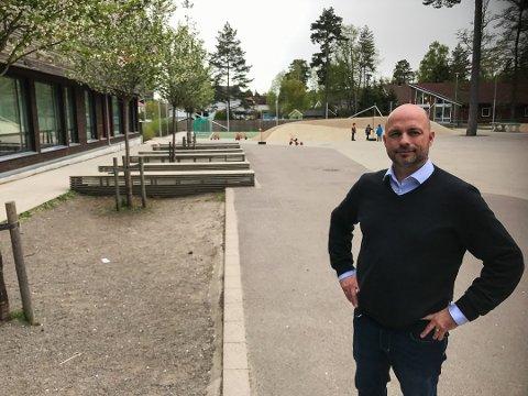 FOREBYGGE: Rektor ved Ringshaug skole i Tønsberg, Andrè Fürst Aune, vil tidlig forebygge mot en nasjonal ungdomstrend. Foto: Tone Finsrud