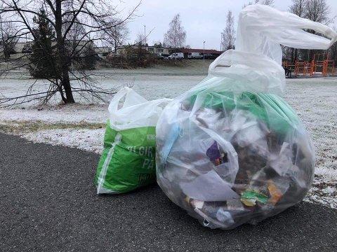 SØPPEL-SØNDAG: Da Martin Grøthe (21) var ute og plukket søppel hjemme på Skjetten forrige søndag, returnerte han med åtte kilo søppel.
