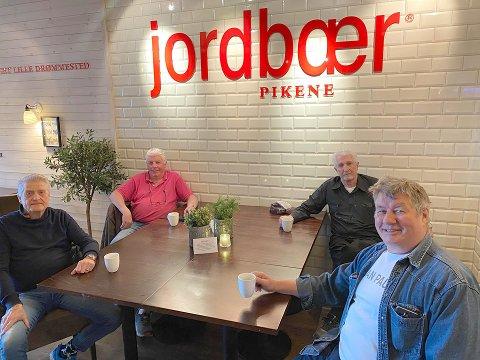 Særdeles faste gjester: Per Tore Stav, Tor Egil Gustavsen, Erik Nordal og Thore Thorsen (f.v).
